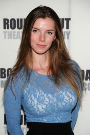 Betty Gilpin photo