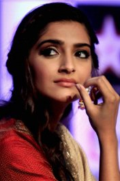 Sonam Kapoor photo