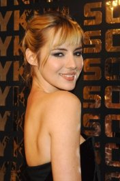 Louise Bourgoin photo