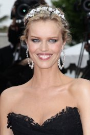 Eva Herzigova photo
