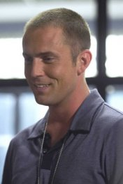 Desmond Harrington photo