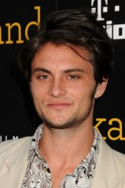 profile picture of Shiloh Fernandez star
