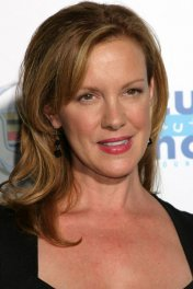 Elizabeth Perkins photo