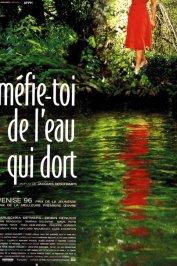background picture for movie Mefie toi de l'eau qui dort