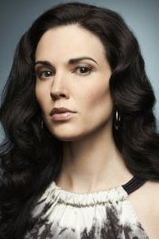 Laura Mennell photo